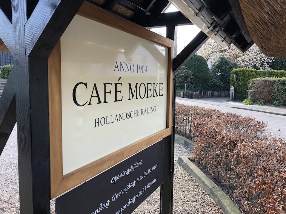 Schilderwerk Café  Moeke Hollandsche Rading opgeleverd