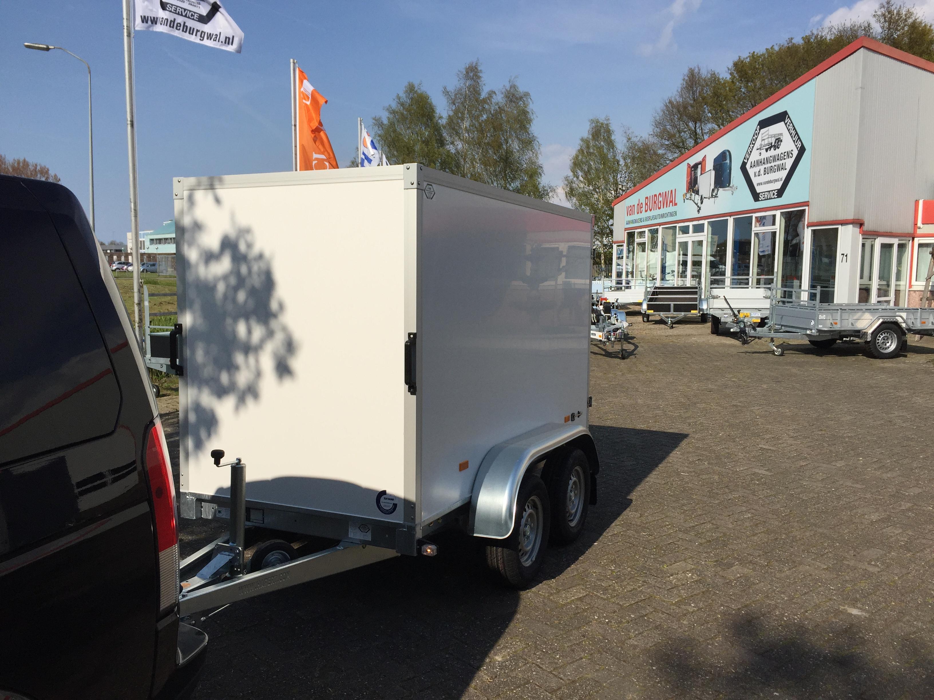 Nieuwe  Spuitwerk aanhanger voor Van Amsterdam