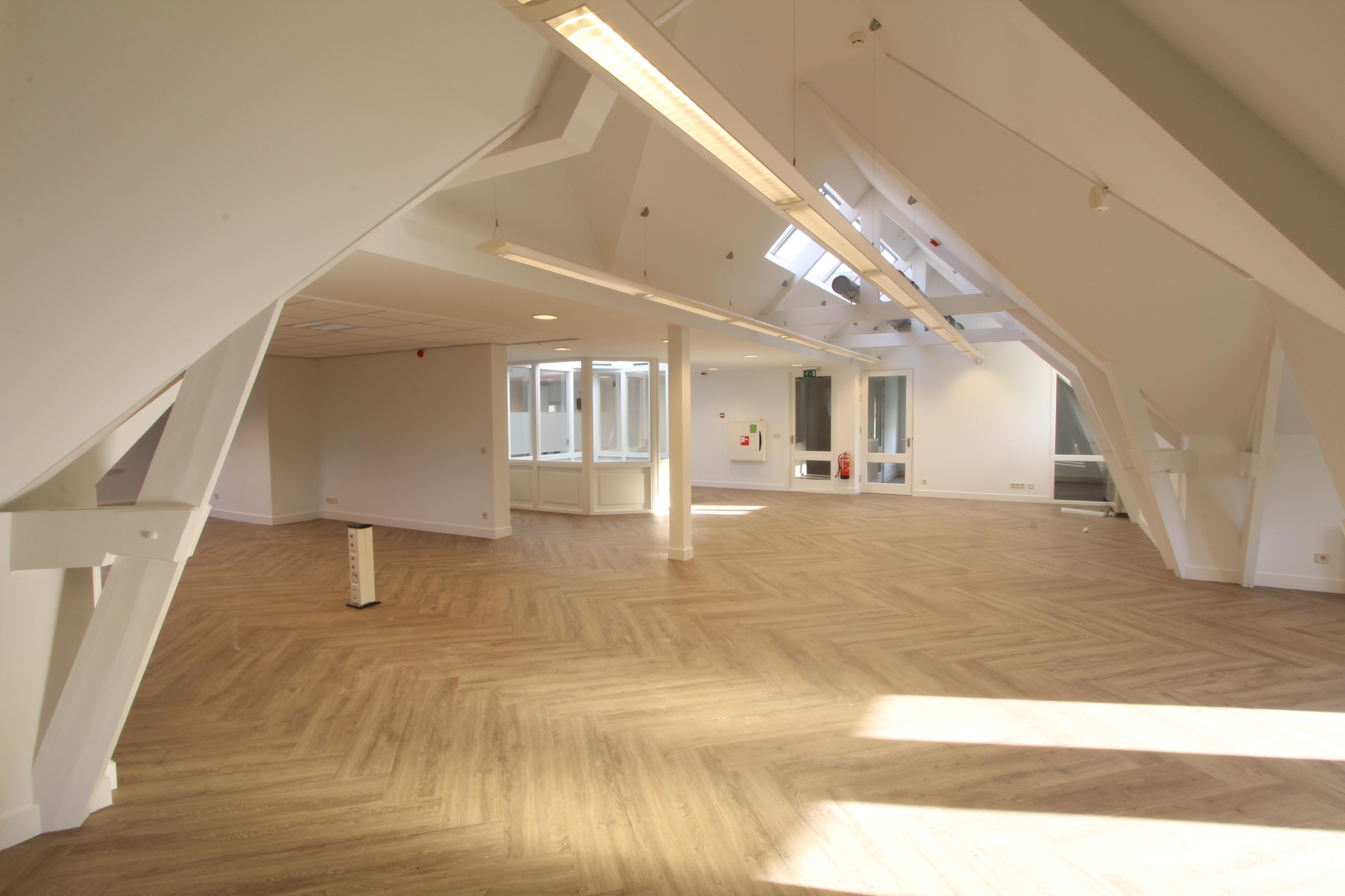 Eerste etage opgeleverd Kantoorvilla Hilversum